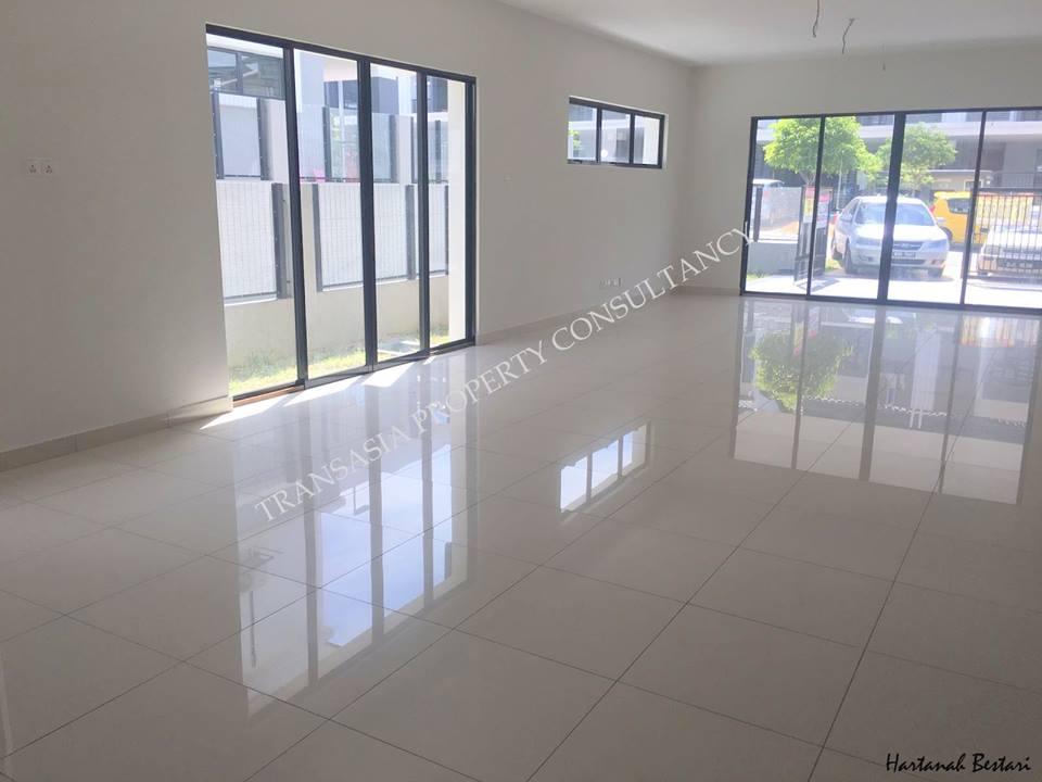 A brand NEW, ENDLOT 2-storey house for sale at Saffron Hill, Denai Alam