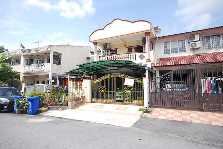 2.5 Storey Taman Alam Megah Seksyen 27 for sale. Fully renovated and well maintained