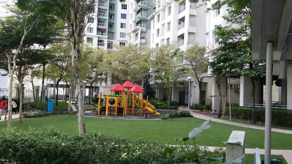 Metropolitan SQ Condominium