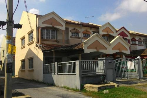 Double Storey End Lot Taman Kajang Prima for SALE!