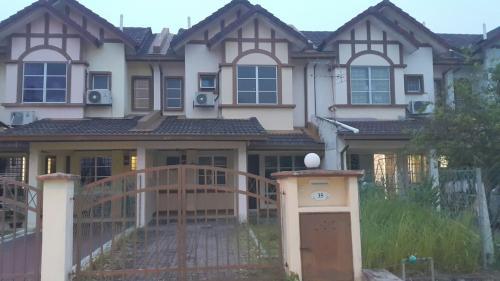 2 Storey Terrace, Seksyen 8 Putra Bahagia, Putra Heights, Subang Jaya