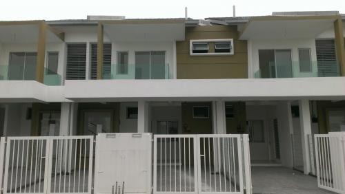 Townhouse Pearl Villa Bandar Saujana Putra