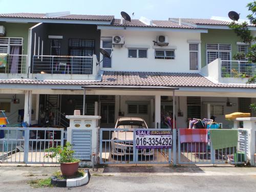 Townhouse Town Villa Taman Tasik Puchong